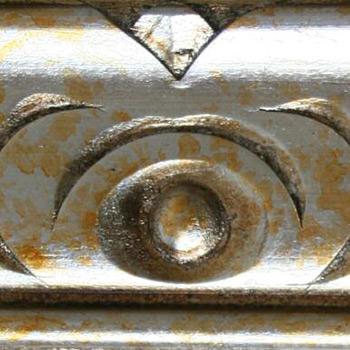 divano classico finitura in argento spugnato